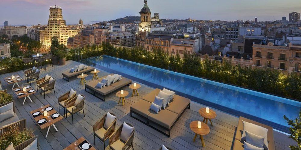 Hoteles que admiten perros en Barcelona sin suplementos totalmente GRATIS