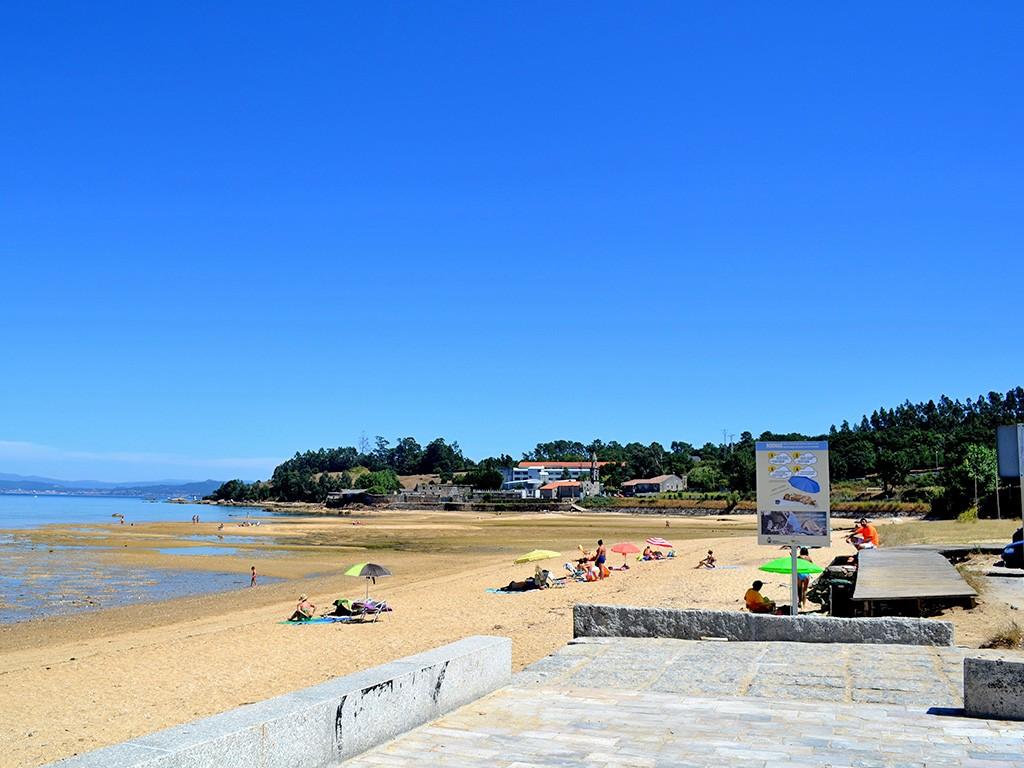 Playa para perros en A Pobra do Caramiñal. Imagen: educandoagala.com