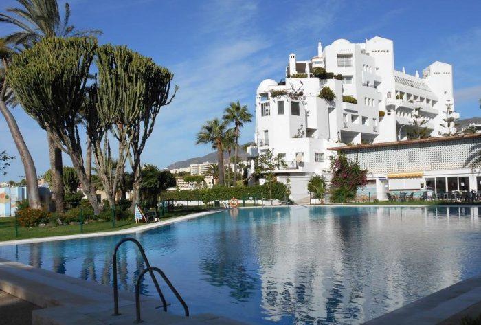 20 apartamentos que aceptan perros gratis en for Hotel kristal torremolinos piscina