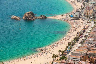 37 Alojamientos que admiten mascotas en Blanes para disfrutar de la Costa Brava en playas, calas y acantilados de gran belleza.