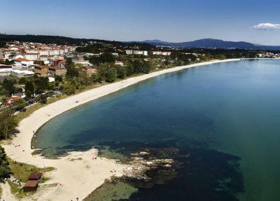 Foto de la playa de Boiro donde tienes cerca hoteles y apartamentos que admiten perros