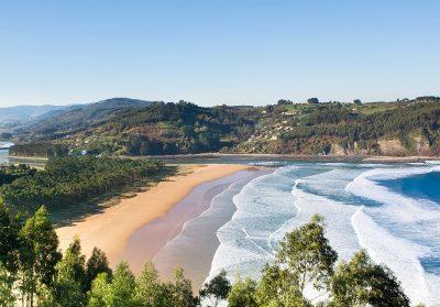 Disfruta de una paisaje verde y de playa en Villaviciosa