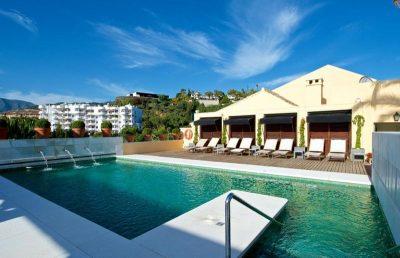 En la provinica de Málaga tienes los mejores hoteles como este de la foto donde te puedes alojar con tu mascota