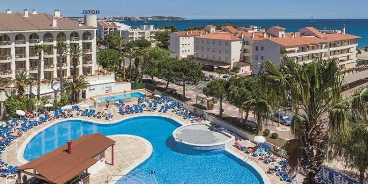 Hotel que admite perros en la playa de Cambrills donde ademas puedes disfrutar de piscina exterior