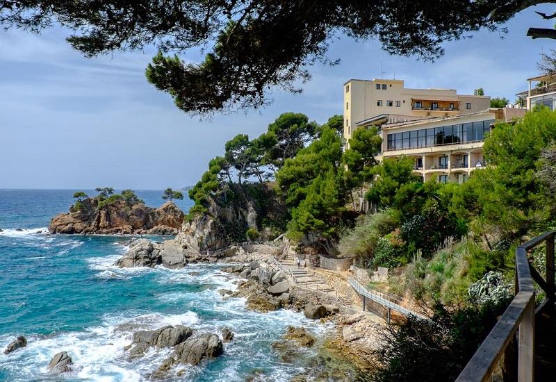 Visita Girona con tu perro y alojate en hoteles como el Hotel Cap Roig