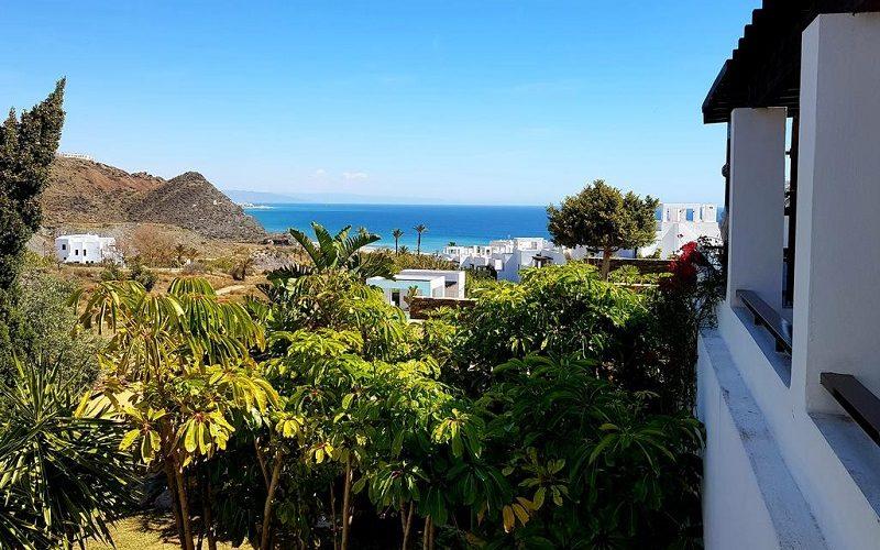 Foto del exterior del Complejo Macenas Beach Mojacar, un apartamento que admite perros gratis muy cerca de la playaen Almería