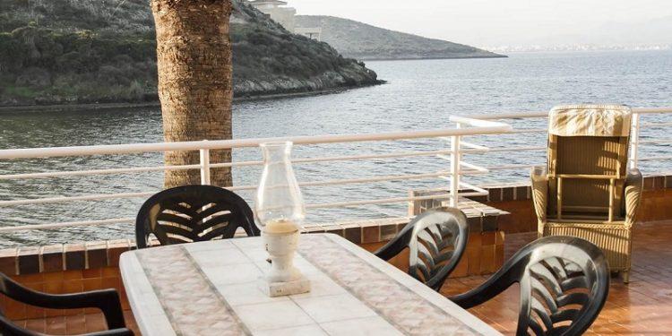Foto de la terraza de un apartamento de la provincia de Murcia donde puedes ir de vacaciones y alojar tu perro totalmente GRATIS