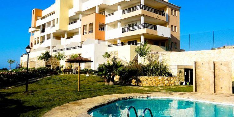 Foto de un tranquilo apartamento con piscina que admite perros GRATIS