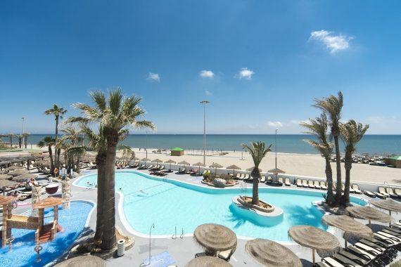 Foto de un hotel en Roquetas de Mar de los muchos que tienes para ir con tu perro de vacaciones