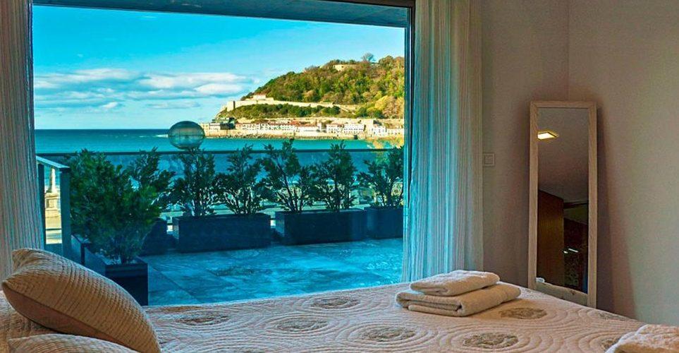 Foto de un apartamento de San Sebastián que admite perros GRATIS y que tiene unas increibles vistas al mar.