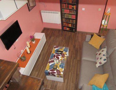 Foto del salón de un apartamentos rural que admite perros GRATIS en la provincia de León y además con muy buena valoración