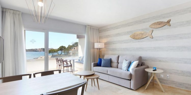 Foto del interior de un apartamento muy bien decorado con muy buenas vistas