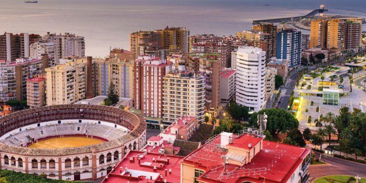 Foto aérea de Benalmádena con el mar de fondo