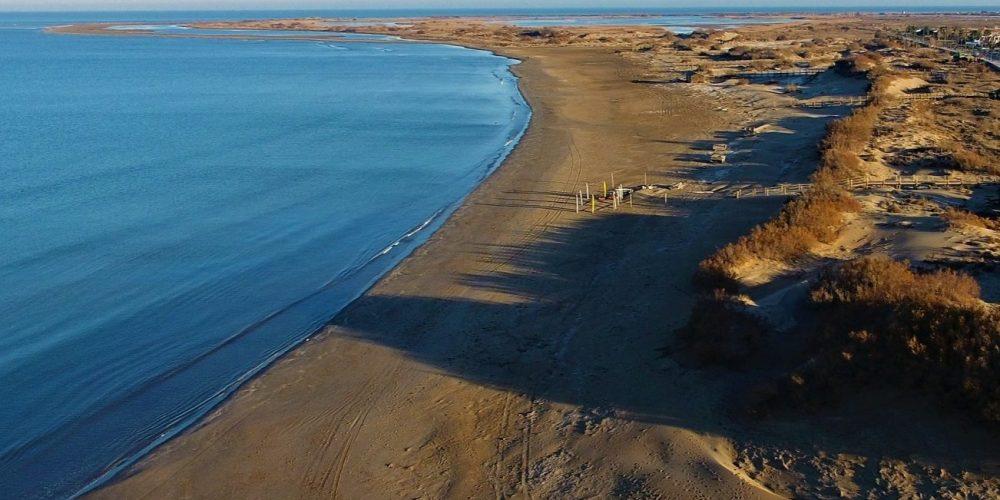 Foto de la playa de Riumar junto a la población