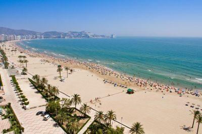Foto de la playa de Oliva donde se puede apreciar la longitud y calidad de la playa