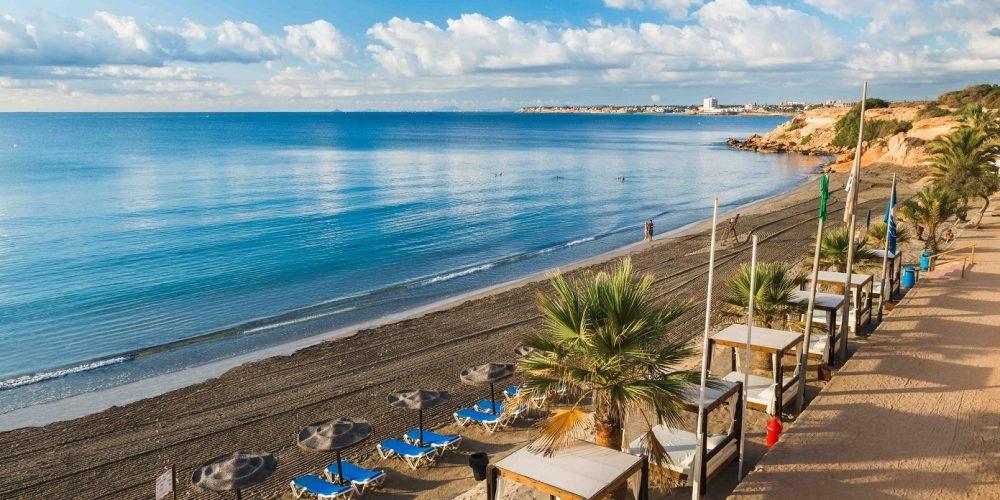 Foto de la playa en Orihuela, un lugar de la costa ideal para disfrutar del mar en cualquier época del año