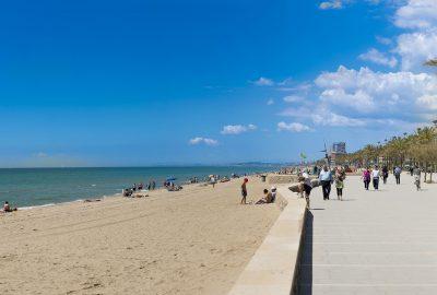Foto de la playa en Calafell y donde puedes disfrutar con tu perro de la playa