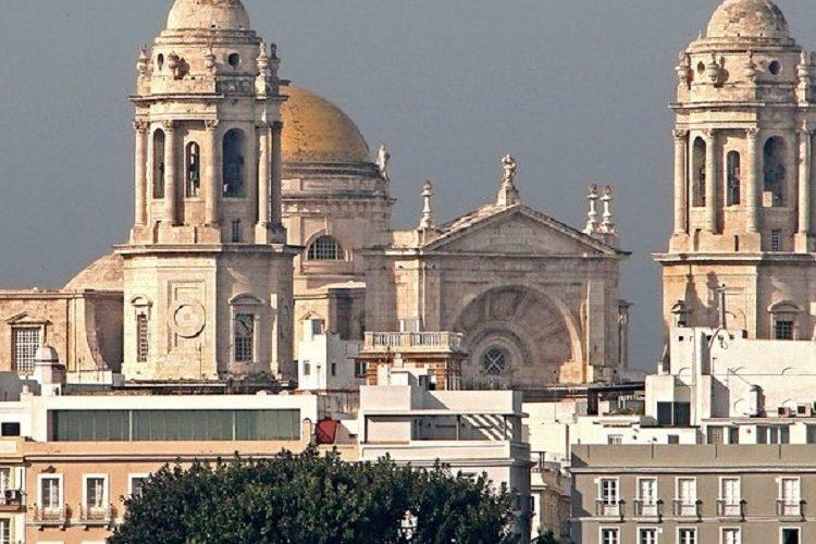 Foto de la catedral de Cádiz, hermosa ciudad donde puedes ir de vacaciones con tu perro