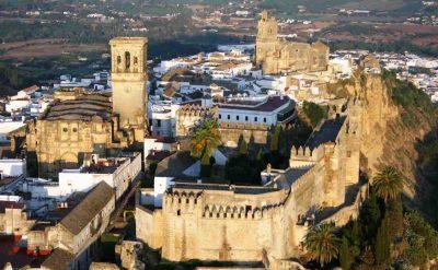 Foto de Arcos de La Frontera, un lugar muy bonito en medio del campo de Cádiz que seguro te va encantar recorrer con tu perro por sus calles y campo de alrededor