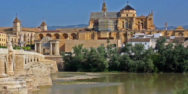 Foto de Córdoba desde lejos donde se puede ver toda su riqueza monumental