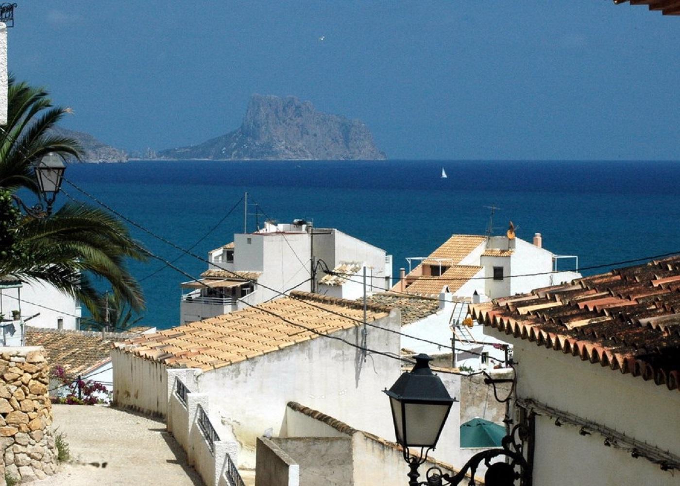 Foto de las típicas casas y tejados de Altea. Lugar ideal para disfrutar con tu perro de unos días de sol y playa