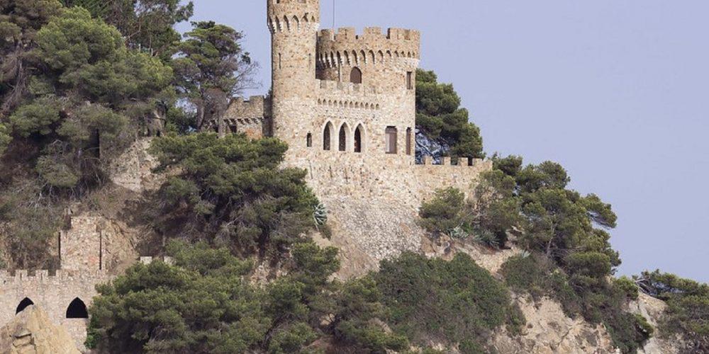 Foto del castillo d´en Plaja en Lloret de Mar. Ciudad ideal para disfrutar con tu perro.