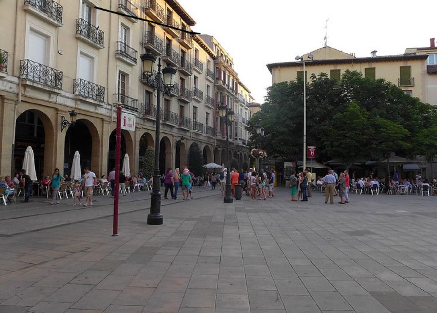 Foto de la plaza del Mercado de Logroño, ciudad donde pasar unos agradables días junto a tu perro