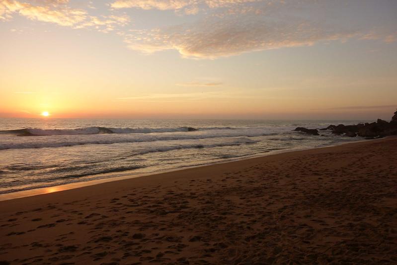 Foto de la puesta de sol en un playa de Conil, ideal para pasar unos días con tu perro.