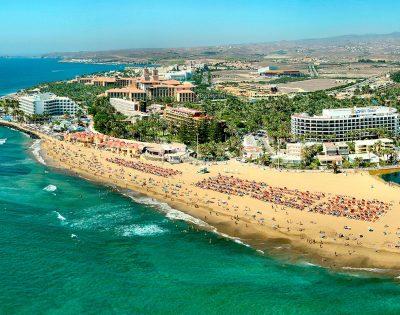 Foto de la playa de Maspalomas donde seguro que encuentras un apartamento genial para disfrutar con tu perro de unas vacaciones