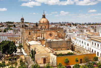 Foto de la Catedral de Jerez de la Frontera con la ciudad al fondo