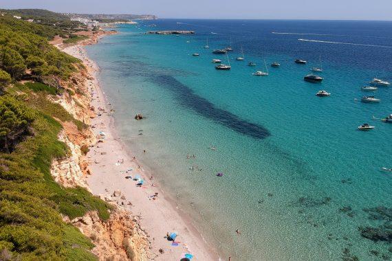 Playa canina de Cala Binigaus en Menorca