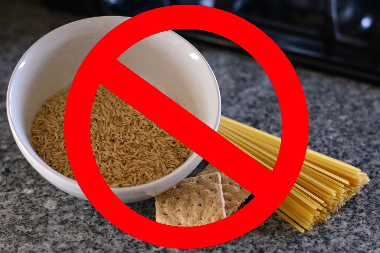 Foto de cereales tachados para indicar que no es aconsejable en la dieta de perros con cancer