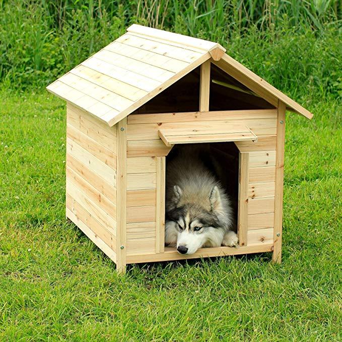 Casa de madera para perro grande con suelo removible y vista aérea protegida para que el perro se pueda poner de pie