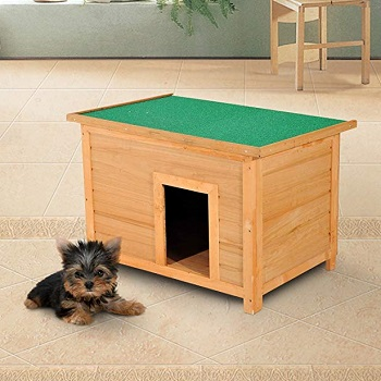PawHut es una casa de madera pensada para perros pequeños también perfecta para interior de casa como se puede ver en la foto
