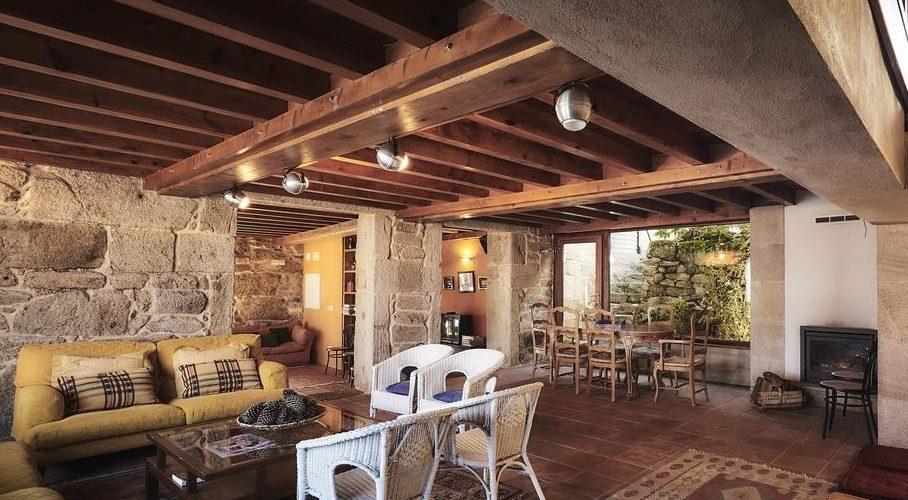 Interior de la espectacular casa rural Casa Cruceiro donde tu perro se puede alojar gratis