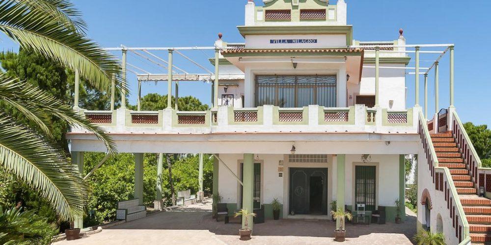 Foto del exterior de Villamilagro donde tu perro puede alojarse gratis sin suplementos