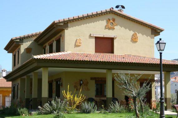 Foto de los jardines y del exterior de Casas Rurales La Solana donde te puedes alojar con tu perro GRATIS en este precioso lugar de Cuenca
