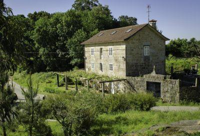 Hoteles rurales que admiten perros en Galicia como esta Casa de Turismo Rural Os Petroglifos