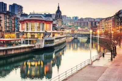 Foto de la ciudad de Bilbao donde puedes disfrutar de nuestros hoteles que admiten mascotas