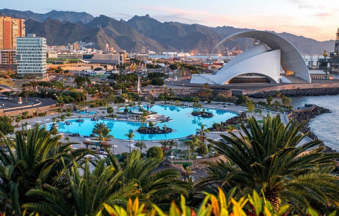 Vista de la ciudad de Santa Cruz de Tenerife donde se encuentra nuestra selección de hoteles para ir con tu perro