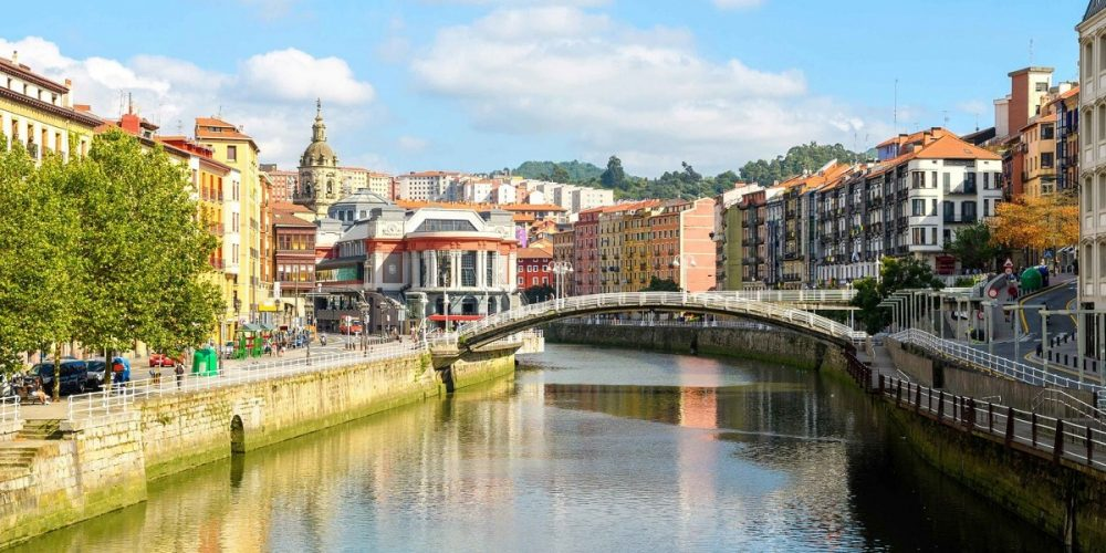 Foto de la ciudad de Bilbao donde puedes elegir cualquiera de nuestros apartamentos que admiten mascotas