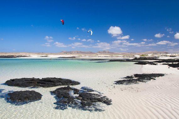 Foto de la playa de Cotillo, un destino de Fuerteventura donde se encuentran los apartamentos que admiten mascotas de nuestro listado