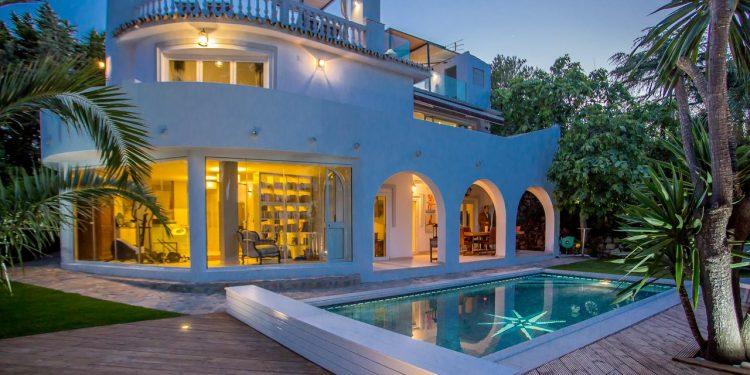 Villas y chalets que admiten perros en Marbella muy bien valoradas para unas vacaciones