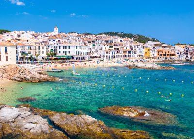 Los mejores hoteles para ir con tu mascota de vacaciones a la Costa Brava y alojarte como en tu propia casa