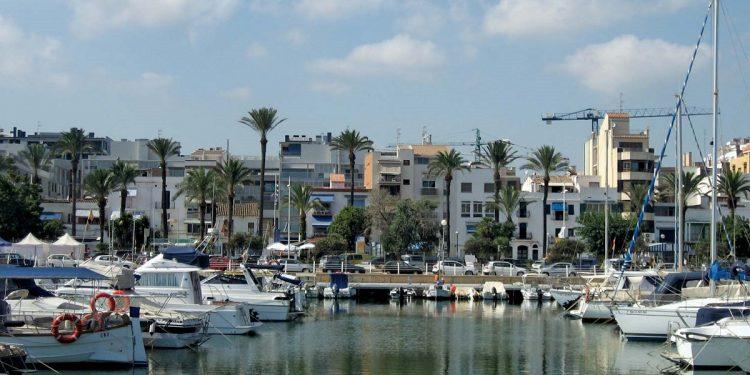 Puerto de Vilanova i la Gertrú donde puedes encontrar muchos apartamentos que admiten mascotas