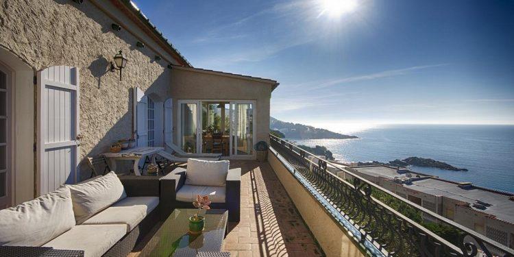 Villas y bungallows que aceptan perros en Roses con vistas al mar y mucho espacio para tu mascota